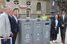 The major of City of Zagreb presented the installation of EcoMobile Smart Containers